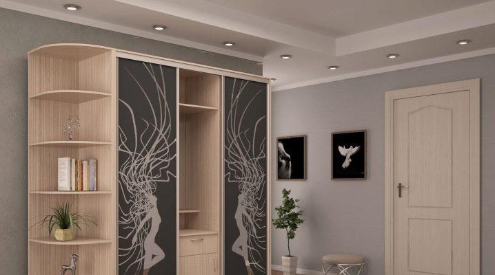 Choisir des armoires dans le couloir