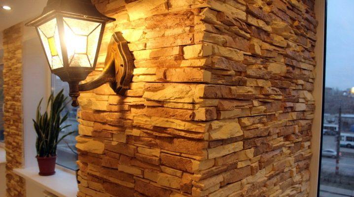 Dekorativ sten i hallens inre