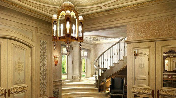 एक निजी घर में एक गलियारा डिजाइन करें