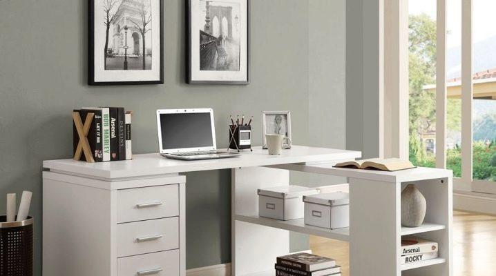 Hur sätter du en dator skrivbord i rummet?