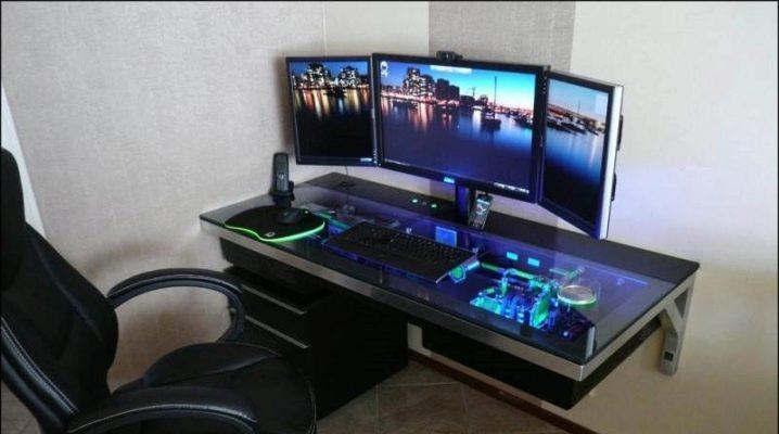 Liten dator skrivbord