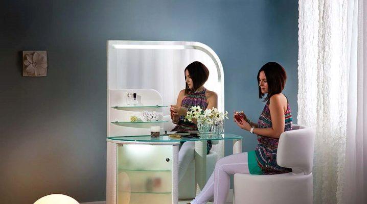 Petites tables de toilette: équiper un coin femme