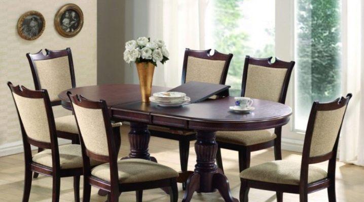 Tables pliantes ovales à l'intérieur