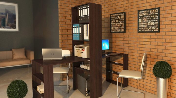 Skrivbord med hyllor - kompakta möbler i rummet