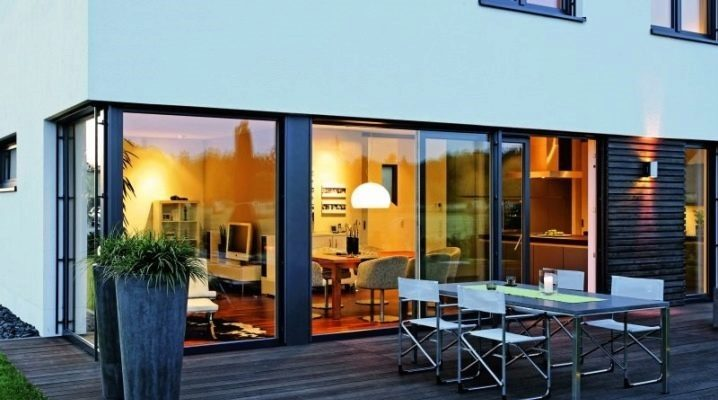 Glass doors for the veranda: the pros and cons