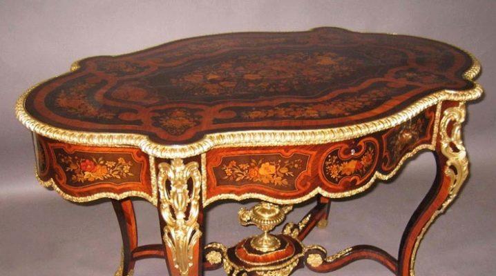Tables antiques: options intéressantes à l'intérieur