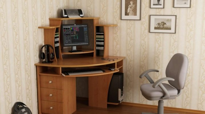 Vilka är fördelarna och nackdelarna med ett litet hörndatorbord?