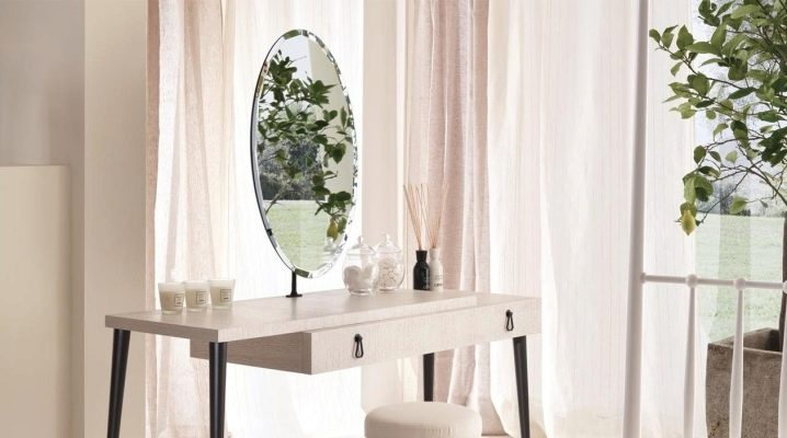 Vita omklädningsbord med spegel: designfunktioner