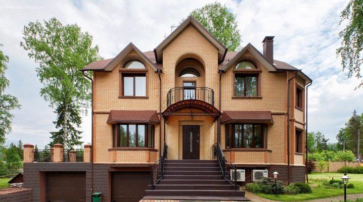 Utformningen av fasaden av ett privat hus