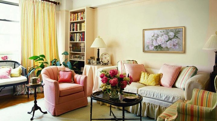 How to create a harmonious interior of a small living room?