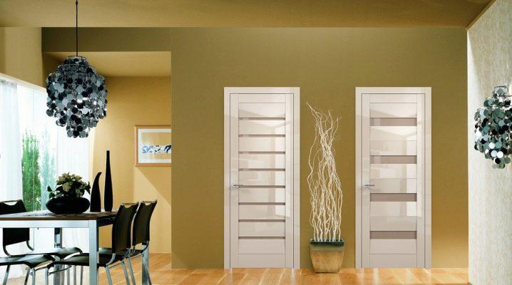 Vilka storlekar är en standard interroom dörr?