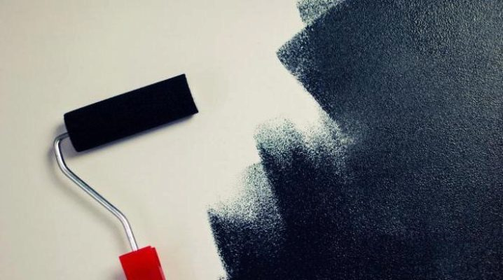 Hur man målar taket med en vals: Välj ett verktyg för vattenbaserad färg