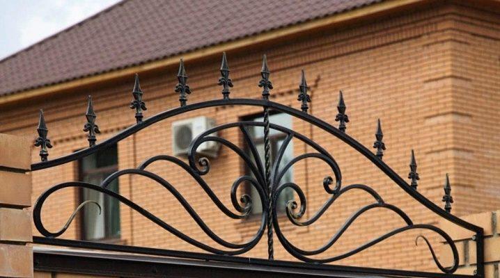 Toppar för staketet: vackra designalternativ