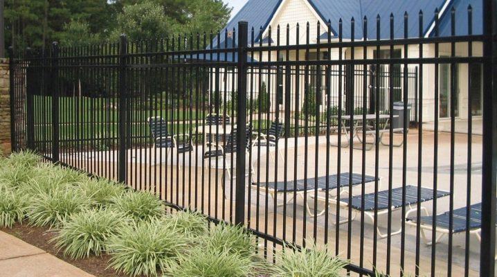 Regler och subtiliteter av valet av rör för staketet