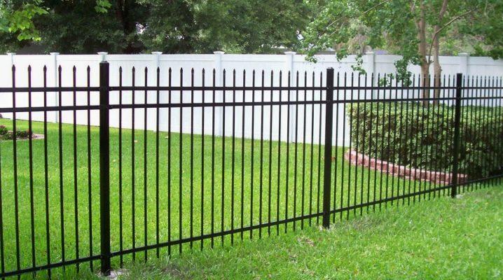 Svetsade staket: funktioner i mönster och subtilitet av installationen