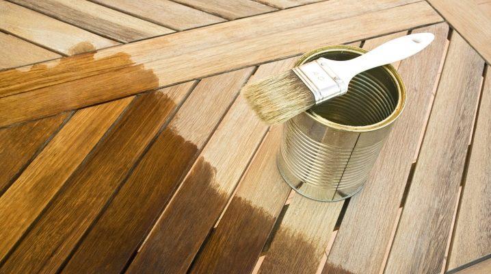 Hur tar man bort lacken från en träyta hemma?