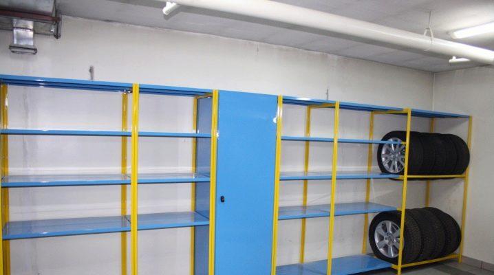 Metallställ för garaget: typer av lagringsstrukturer