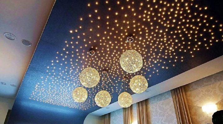 Plafond éclairé dans la décoration intérieure