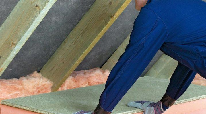 Le plafond dans une maison privée: comment isoler du grenier?