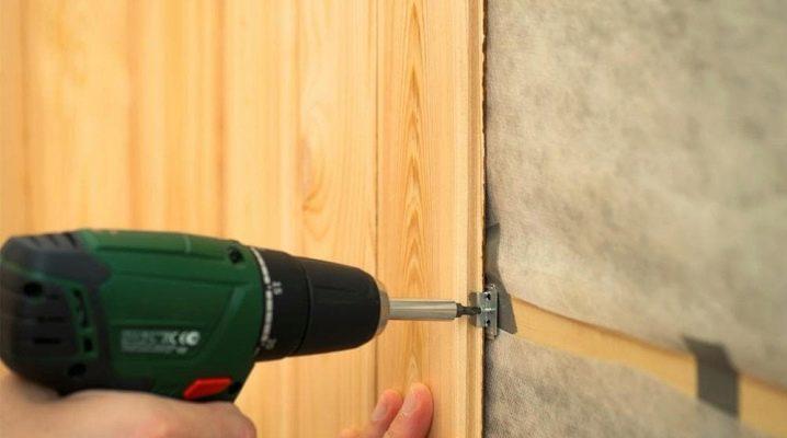 Hur fixar man väggpanelen?