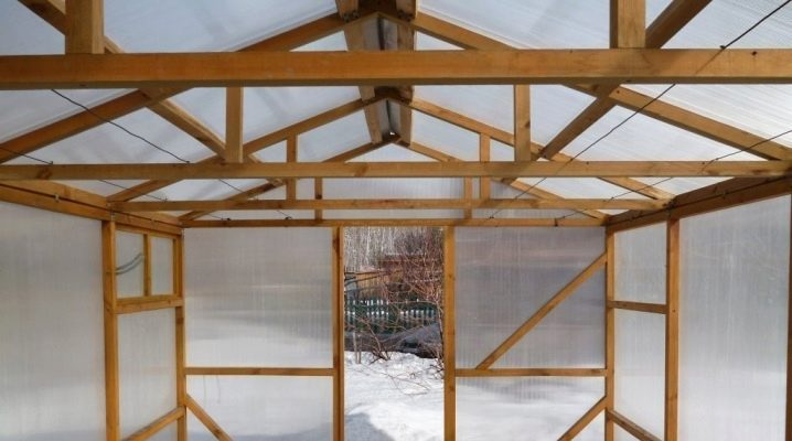 Hur man bygger ett växthus av trä?