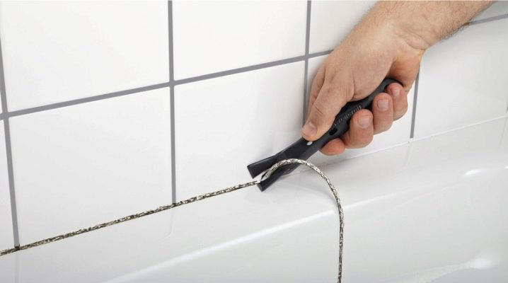 Hur tar man bort det gamla tätningsmedlet i badrummet?