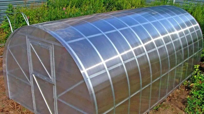Features of the manufacture of greenhouses from metal profiles