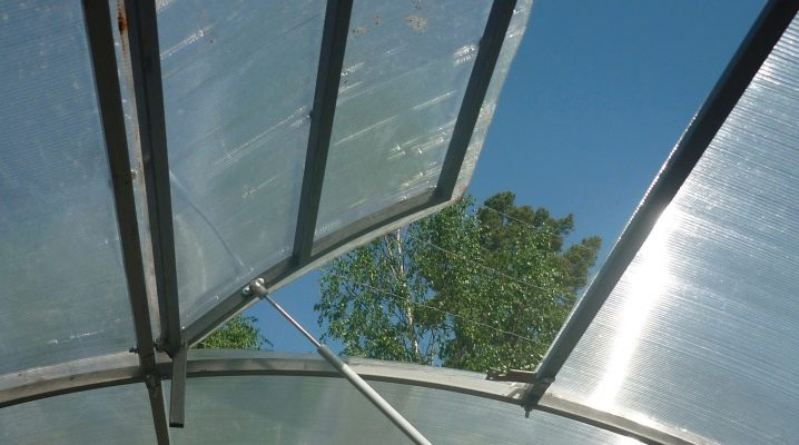 Features of the device vents for greenhouses