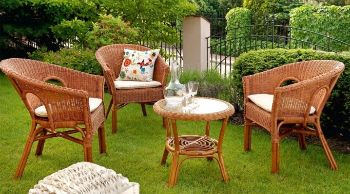 Garden furniture: stylish outdoor kits