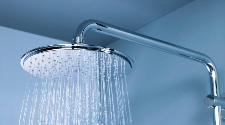 Subtiliteterna i rengöring av vattenburkar för dusch från kalkskala