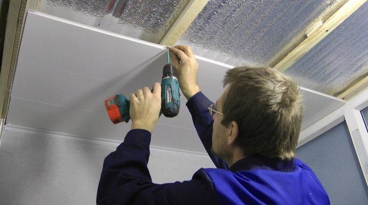 Come rendere il soffitto nel bagno dei pannelli in PVC?