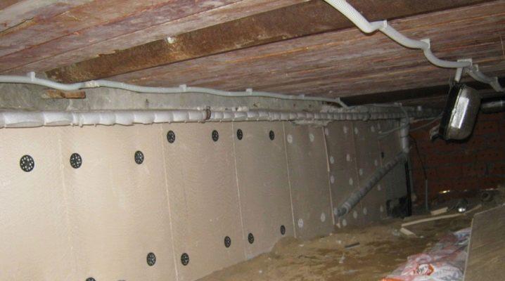Sätt att isolera grunden i ett trähus från insidan