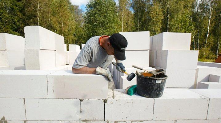 Aerated betong eller gas silikat: vad är bättre och hur är det annorlunda?