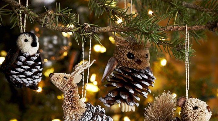 कैसे अपने हाथों से शंकु से क्रिसमस खिलौने बनाने के लिए?
