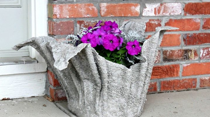 How to make a garden vase of cement and fabric with your own hands?