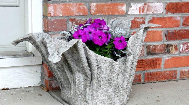 วิธีการทำแจกันสวนของซีเมนต์และผ้าด้วยมือของคุณเอง?