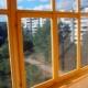 Beglazing van balkons met houten kozijnen