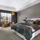Gray wallpaper in the bedroom