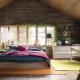 Hálószoba egy faházban