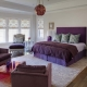 Hálószoba szürke-lila árnyalatokkal
