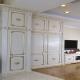 Vita möbler väggar i vardagsrummet