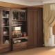 Möbler väggar med en garderob i inredningen
