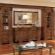 Väggarna i vardagsrummet i den populära klassiska stilen