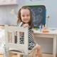 Tables d'enfants avec un tabouret