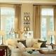 Vad är gardinerna lämpliga för beige tapeter?
