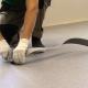Förbereder golvet för linoleum