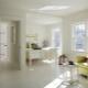 Alla subtiliteter av kombinationen av vitt golv med lätta dörrar och väggar