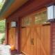 ประตูโรงรถทำจากไม้: ข้อดีและข้อเสีย