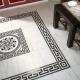 Vackert golv: kakel i form av paneler i inredningen
