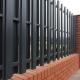 Subtiliteter av installation av pelare för staketet